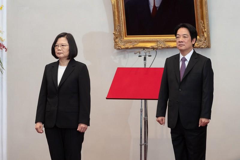 第15任總統蔡英文(左)、副總統賴清德(右)20日上午在總統府內宣誓就職。(取自總統府flickr)