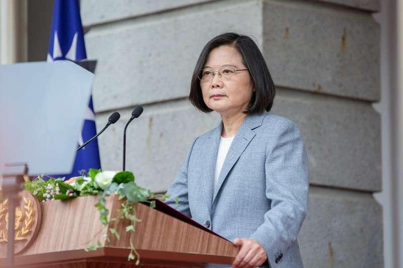總統蔡英文連任之際,總統府密件遭爆出,作者藉此提出台灣面臨的民主危機。(資料照,取自總統府flickr)