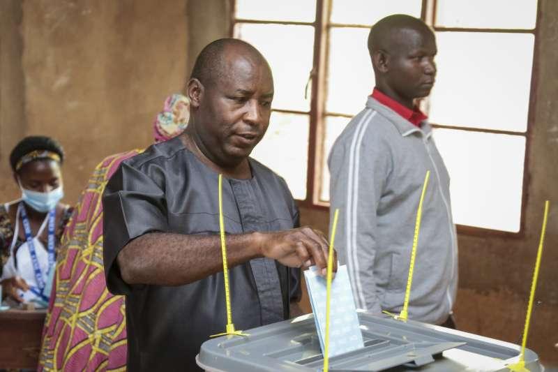蒲隆地大選:執政黨總統候選人恩達伊希米耶(AP)