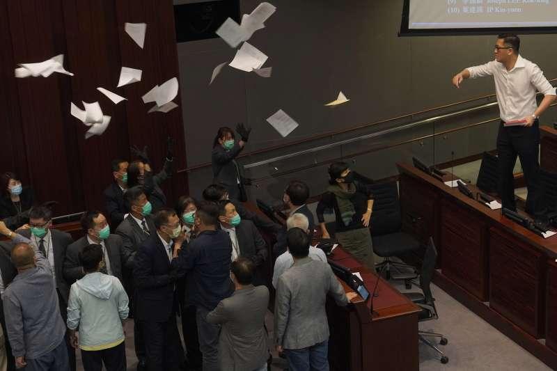 2020年5月,香港立法會建制派與民主派議員爆發激烈衝突(AP)
