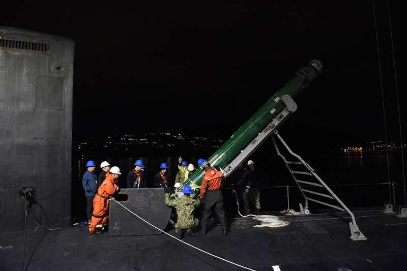 美國國務院20日宣布批准對台軍事銷售,將出售18枚MK-48 AT重型魚雷與相關設備。圖為一款MK-48型魚雷。(翻攝美國海軍官網)