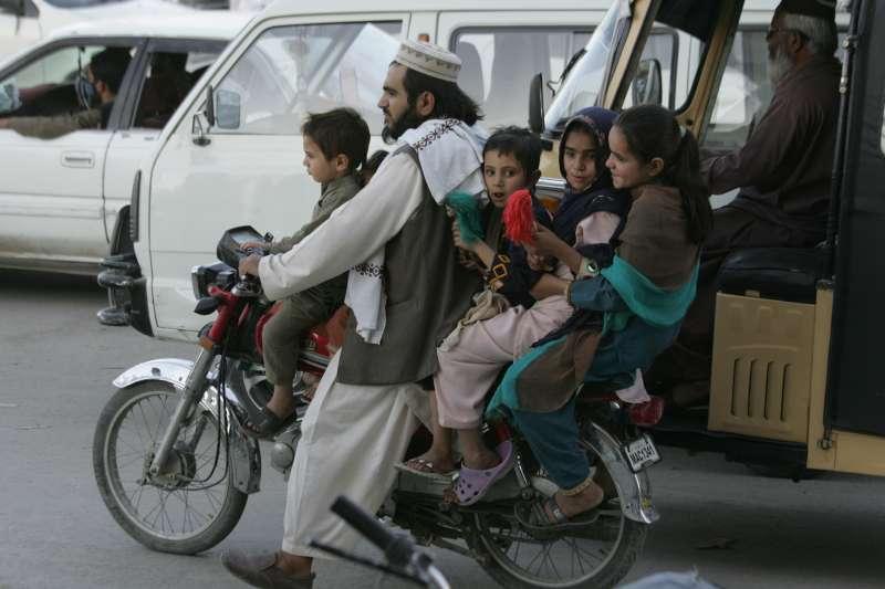 武漢肺炎疫情衝擊巴基斯坦孩童的教育(AP)