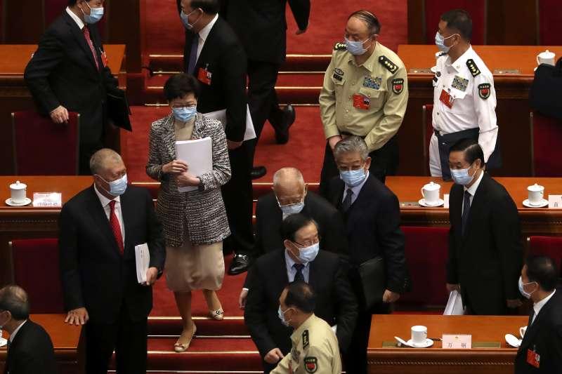 2020年5月22日,中國第十三屆全國人大第三次會議開幕,左二為香港特首林鄭月娥(AP)