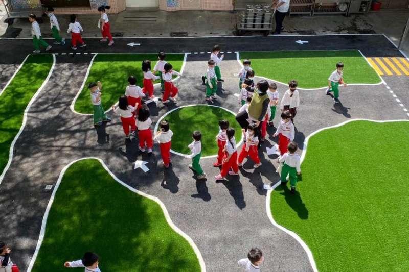 教育局持續達成增班目標,提供幼兒平價、優質、普及與近便之教保服務。(圖/高雄市政府教育局提供)