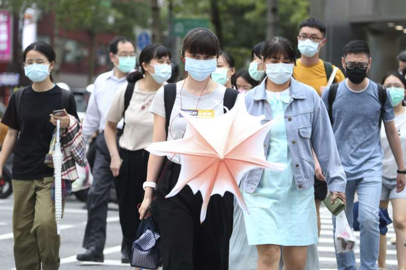 因案765紐西蘭籍機師傳染給案771的30多歲在台女性,讓台灣連續253天的本土零確診紀錄在日前破功。示意圖,非關新聞個案。(資料照,美聯社)