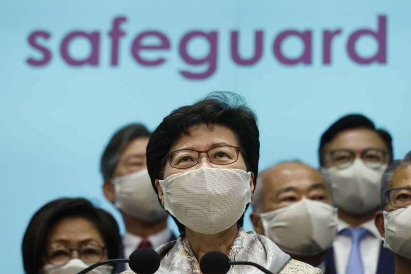 中國推動「港版國安法」預計於28日的全國人大會議中審議。圖為香港特首林鄭月娥日前召開記者會為「港版國安法」辯護。(資料照,美聯社)