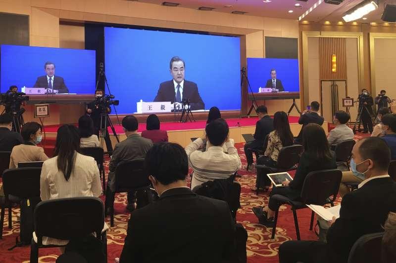 2020年中國兩會。第13屆全國人大:中國外長王毅出席記者會(AP)