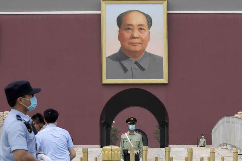 中國首都北京天安門廣場的毛澤東畫像(AP)