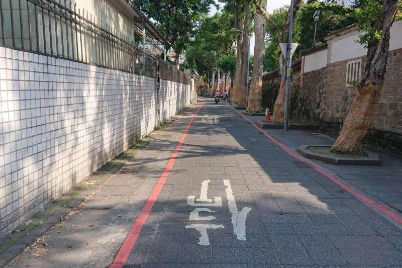林家花園旁文昌街石板路原貌,將保留至汐止、中和人行道留下歷史印記。(圖/新北市工務局提供)