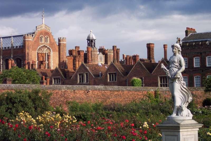 漢普頓宮(Hampton Court Palace)曾經是英王亨利八世的皇宮,現在是倫敦著名旅遊景點。(TitTornade@Wikipedia/CC BY-SA 4.0)