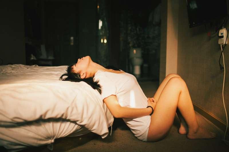 她被性侵後因為種種因素,反而變成第三者?(示意圖/pixabay)