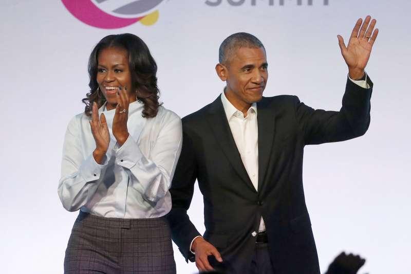 美國前總統歐巴馬與前第一夫人蜜雪兒,退休後的生活多采多姿,現在要趕流行推出Podcast啦!(資料照,AP)