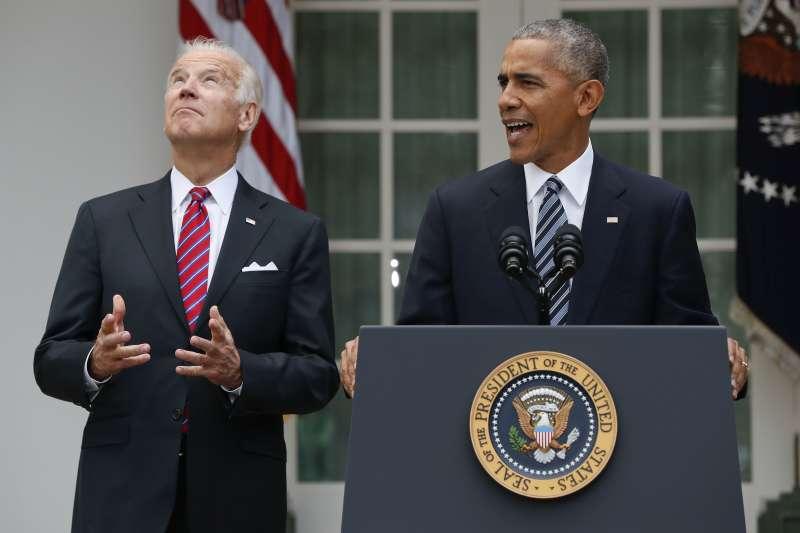 美國前總統歐巴馬與前副總統拜登,攝於2016年11月(AP)