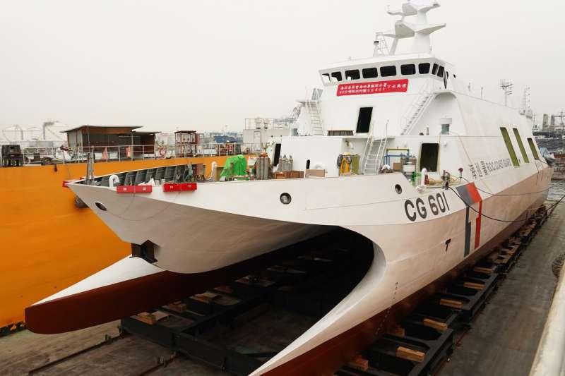 海巡署共花費128億元,由中信造船公司打造總數12艘的600噸級巡防艦,其中第一艘「安平艦」已於4月下水。(取自海委會臉書)