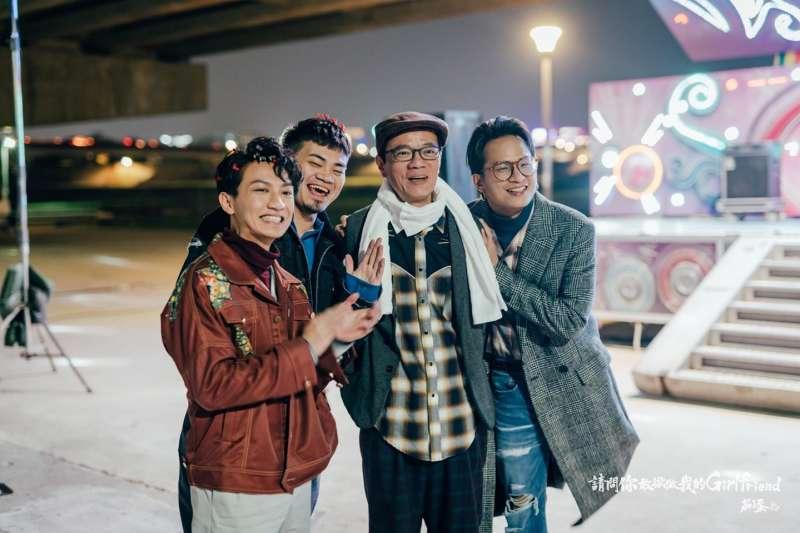 演員吳朋奉(右二)曾為樂團茄子蛋的歌曲「浪子回頭」拍攝MV,他的死訊傳出後,茄子蛋在臉書感念恩人當時義氣相挺。(資料照,取自茄子蛋臉書)