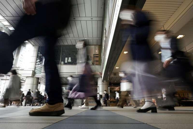 日本都會生活、現代社會、上班族。(美聯社)