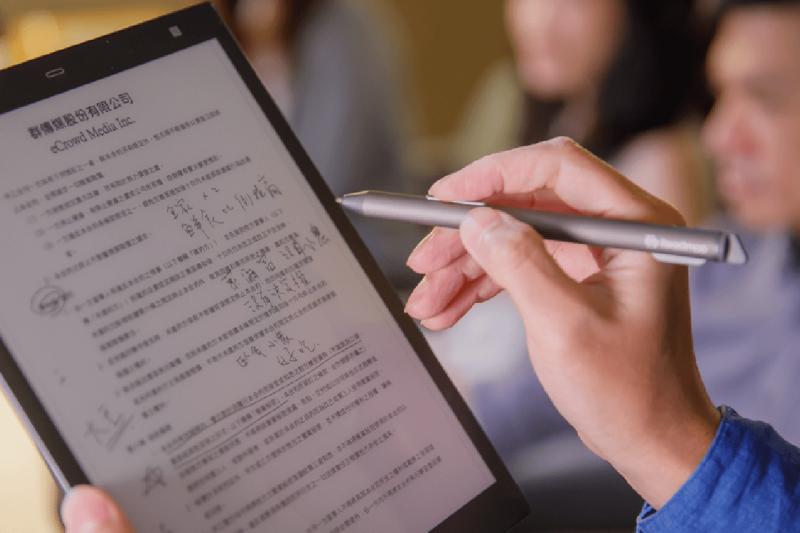 雲端時代來臨,越來越多人使用電子書閱讀器。(mooInk,Readmoo.com)