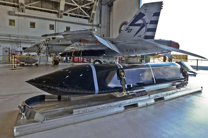 射程約1,000公里的AGM-158C遠程反艦飛彈,目前美方已完成作戰能力測試和服役。(翻攝自維基百科)