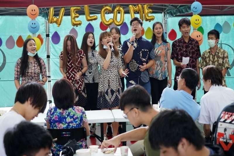 修平科大僑外生異國文化展,來台就讀學生透過料理及表演活動,展現各國特色。(圖/修平科技大學提供)