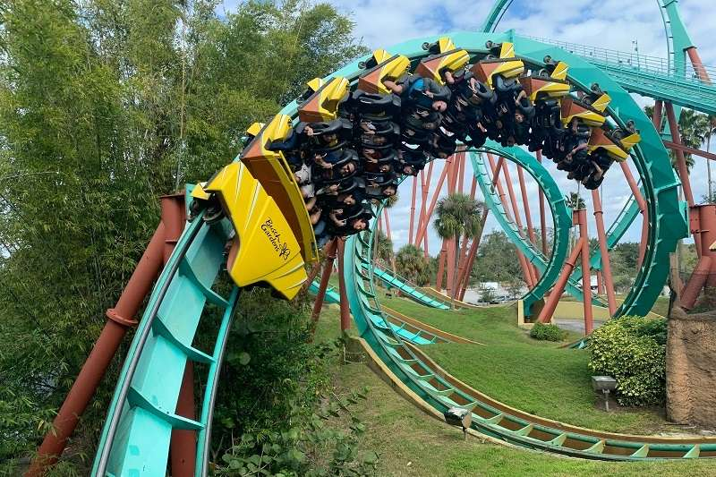日本遊樂園業者為了強調防疫的重要性,呼籲民眾搭雲霄飛車時不要尖叫。(圖/unsplash)