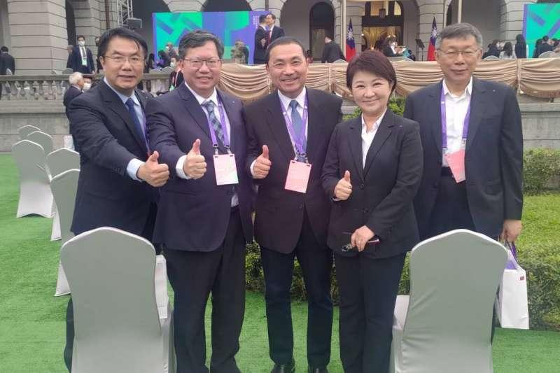 侯友宜(中)、盧秀燕(右二)「轉彎」參加520,六都市長來五缺一。(翻攝自盧秀燕臉書)