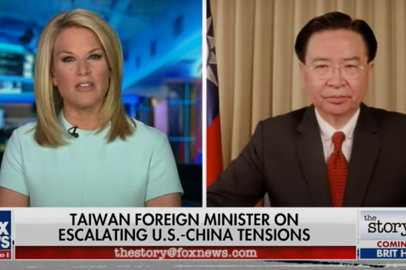 外交部長吳釗燮(右)在接受美國福斯新聞訪問時說,北京下一步可能對台灣動武。(取自美國福斯新聞YouTube)
