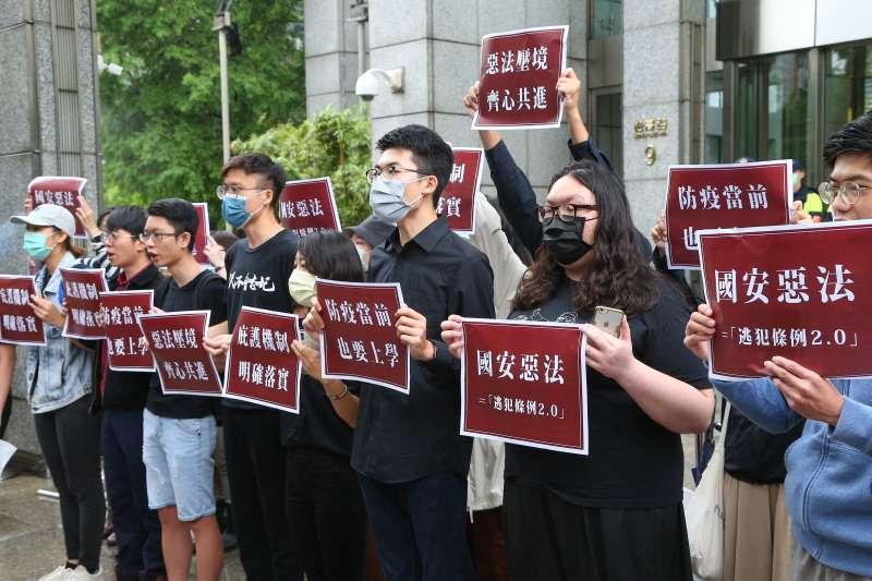 20200528-台灣青年民主協會、香港邊城青年等學生團體28日召開「反國安惡法!台港青年撐港抗中」記者會。(顏麟宇攝)