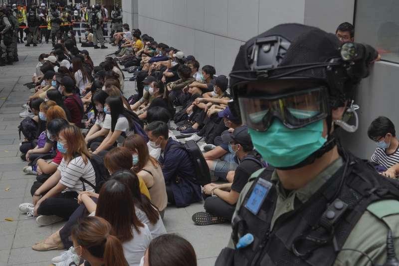 香港立法會27日重啟「國歌法」二讀辯論,遭港警逮捕的示威者不乏未成年中學生(AP)