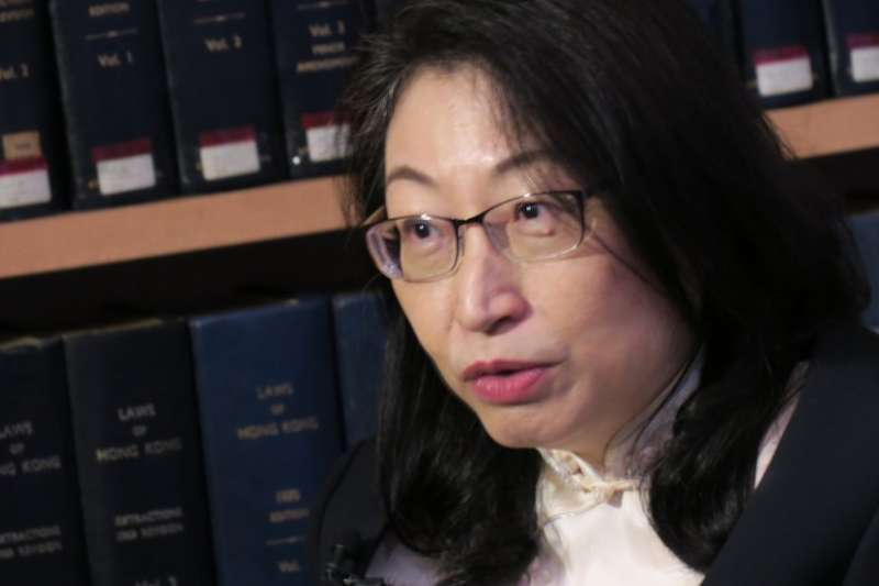 香港《國安法》:律政司司長鄭若驊專訪表示 「在港犯法被抓,當然是由香港法庭審理」(BBC)