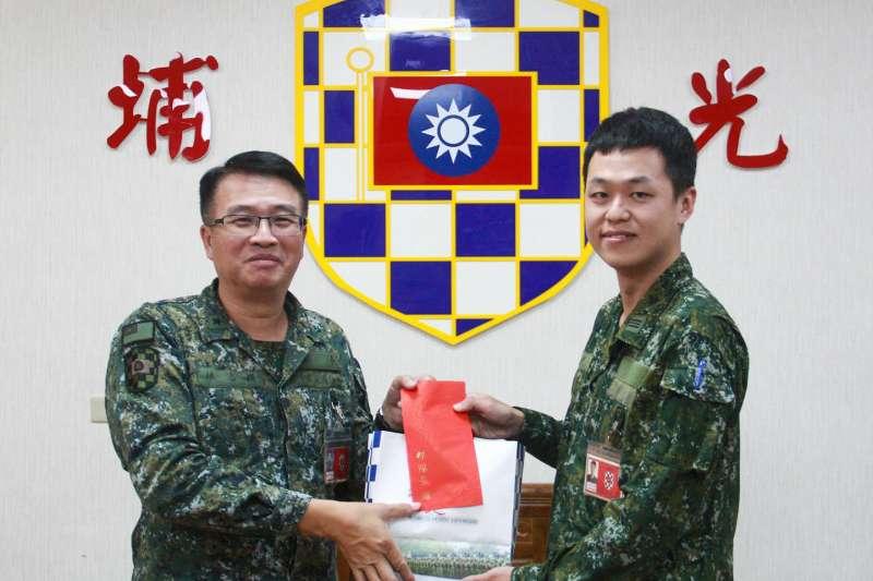 國軍明(1)日將有一批新任主官就位,其中之一為陸軍機步333旅旅長林志穎(左)少將將接任機步269旅旅長一職。(取自青年日報社)