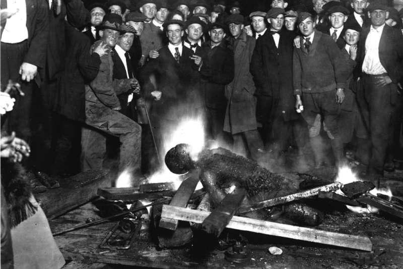 1919年,美國黑人布朗(Will Brown)遭白人私刑處決(Wikipedia / Public Domain)