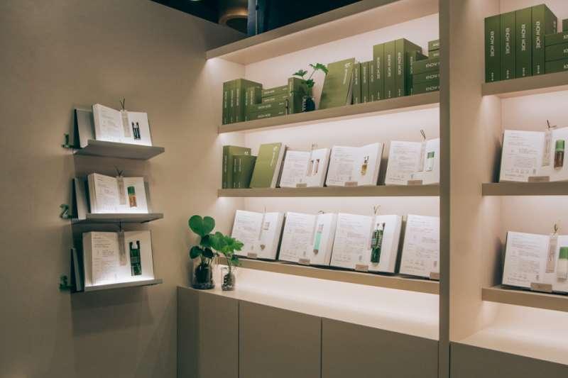 綠藤生機進駐信義誠品,以「書店中的書店」打造全新櫃位(圖/綠藤生機提供)