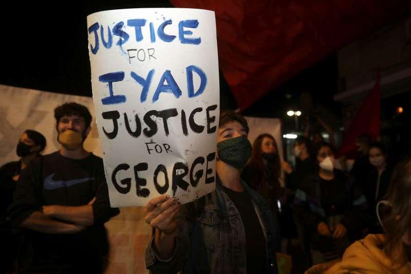 巴勒斯坦自閉症男子哈拉克手無寸鐵竟遭警方擊斃,憤怒的民眾要求為哈拉克伸張正義(美聯社)