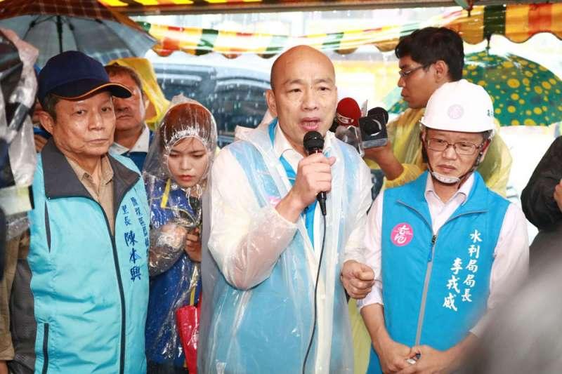 522豪大雨狂襲高雄,在韓國瑜(中)清淤有成下,水退得很快,未造成大規模災損。(高雄市政府提供)
