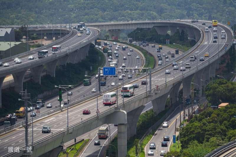 元生重劃區靠近交流道,開車前往台北車程約40分鐘,前往中壢約15分鐘。(圖/富比士地產王提供)