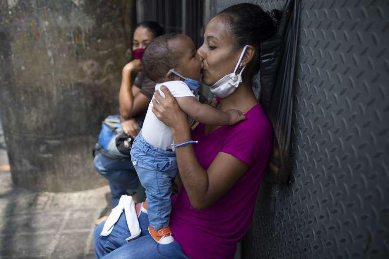 武漢肺炎疫情過後會有嬰兒潮嗎?(AP)