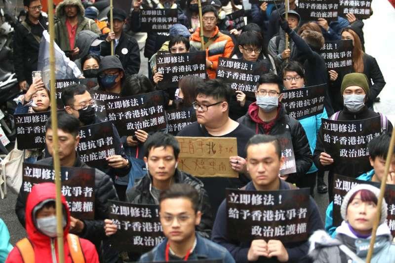 民眾上街呼籲台灣國會和政府盡快修法,給予港人政治庇護。(柯承惠攝)