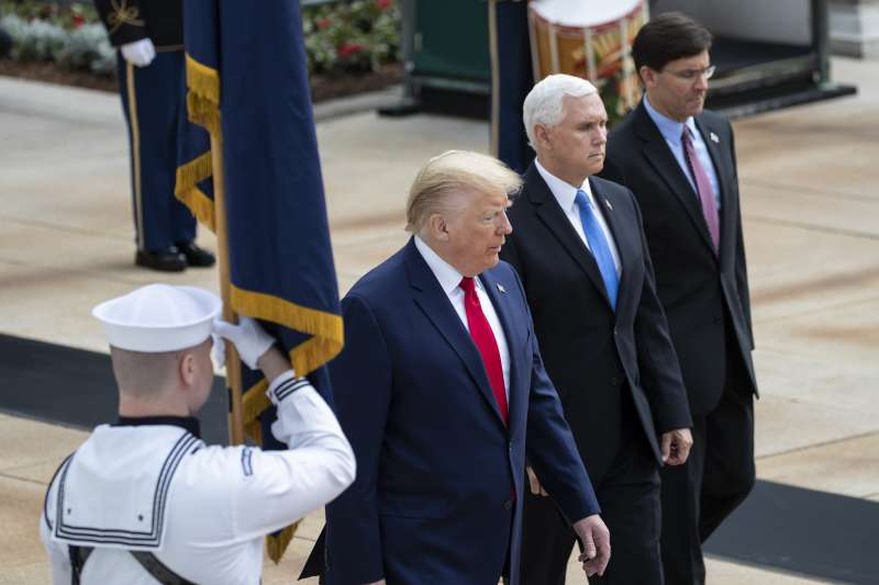 (由左至右)美國總統川普、副總統彭斯、國防部長艾斯培(美聯社)