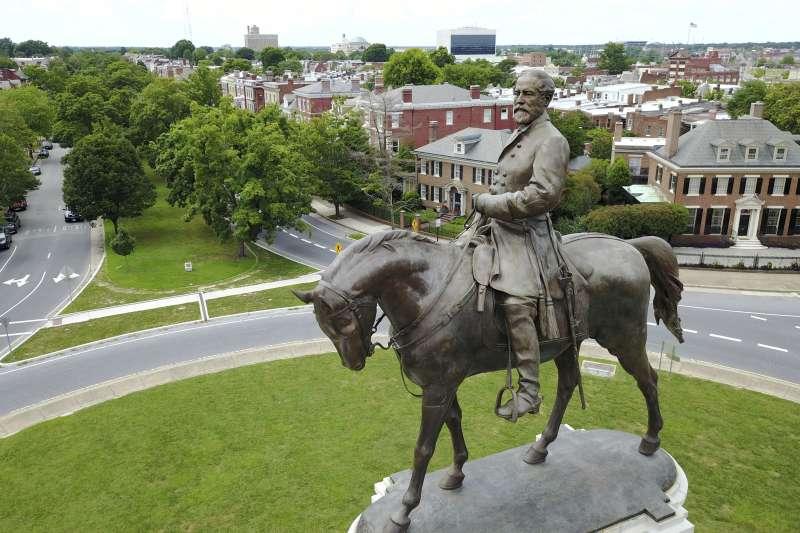 美國南北戰爭,南軍主帥李將軍(Robert E. Lee)位於維吉尼亞州首府里奇蒙的青銅雕像(AP)