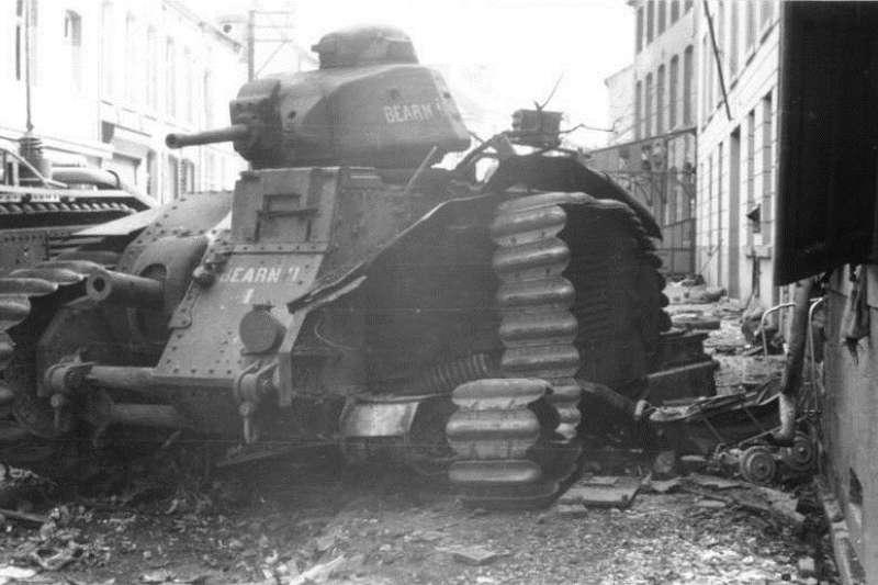 1940年法國,被撞毀的B1重型坦克。(Bundesarchiv, Bild 101I-125-0277-09 / Fremke, Heinz / 維基百科)