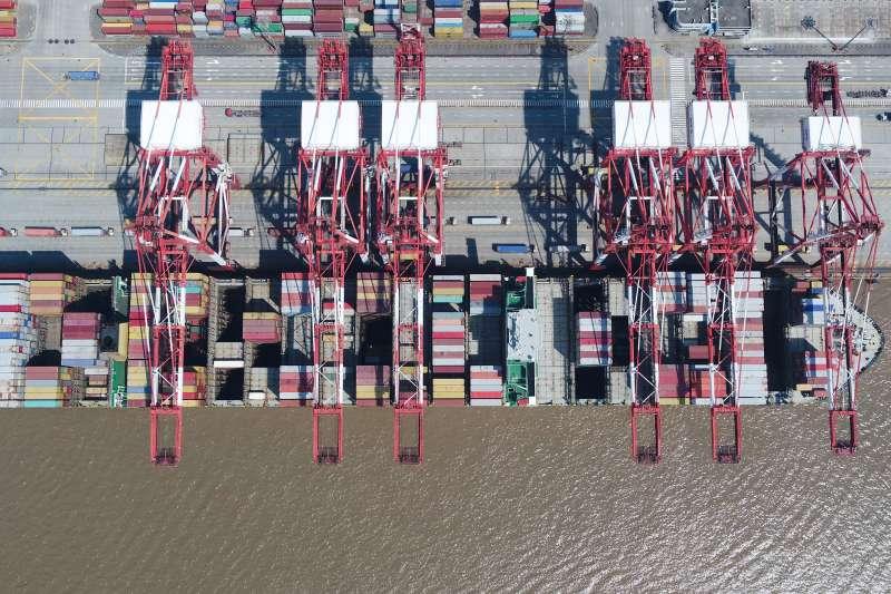 上海洋山港集裝箱碼頭。(新華社)