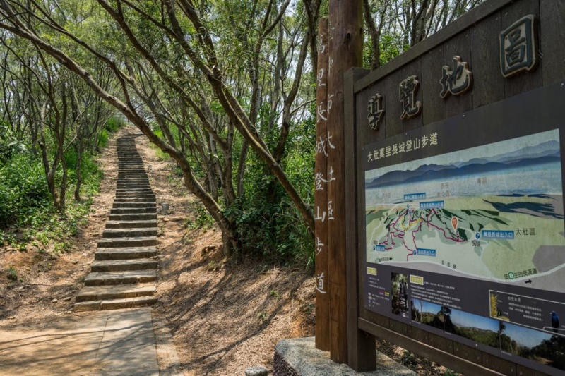 台中「大肚萬里長城登山步道」,蜿蜒如長城而得名。(圖/台中市府觀旅局提供)
