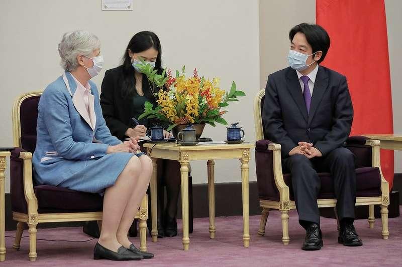 20200605-副總統賴清德5日上午接見英國在台辦事處代表唐凱琳(Catherine Nettleton)。(取自總統府網站)