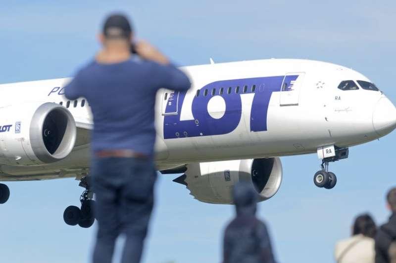 波蘭航空首次載客直飛台灣,載送在波蘭的台灣人回台(資料照,AP)
