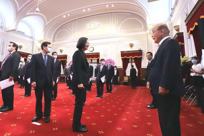 蔡英文(中)與蘇貞昌(右)對副閣揆的功能各有期待。(總統府提供)