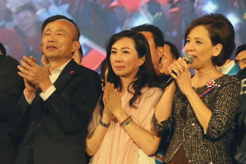 綠營認為,李佳芬(中)是影響韓國瑜(左)會否提起罷免無效之訴的重要因素。(柯承惠攝)