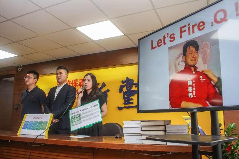 20200610-新黨青年軍王炳忠(中)、蘇恆(右)、林明正(左)召開罷免基進黨立委陳柏惟記者會。(蔡親傑攝)