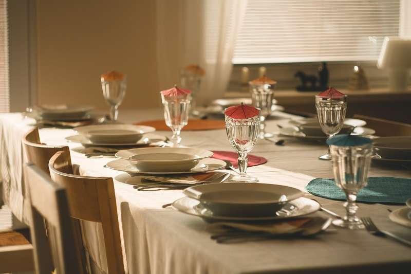 餐桌、桌子、晚餐。(pixabay)