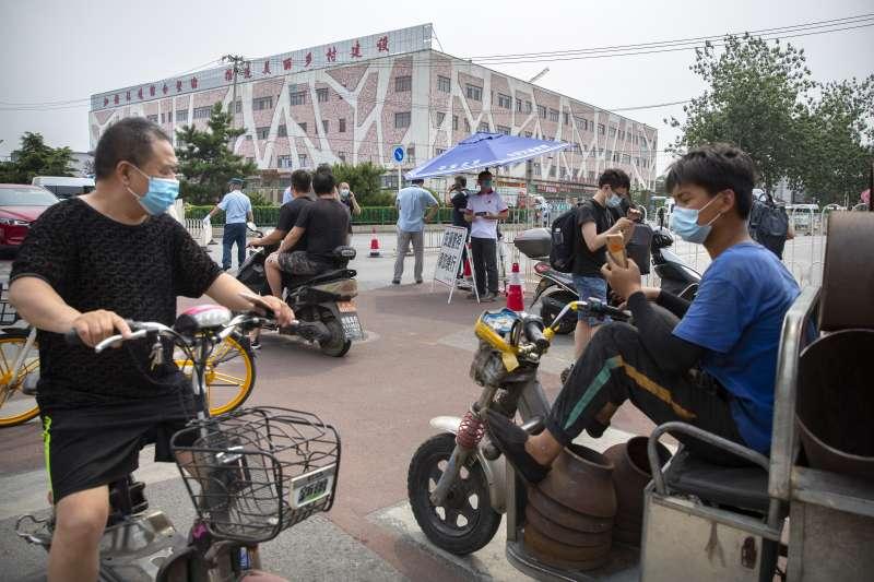 2020年6月中旬,中國首都北京新冠肺炎疫情突然升溫(AP)