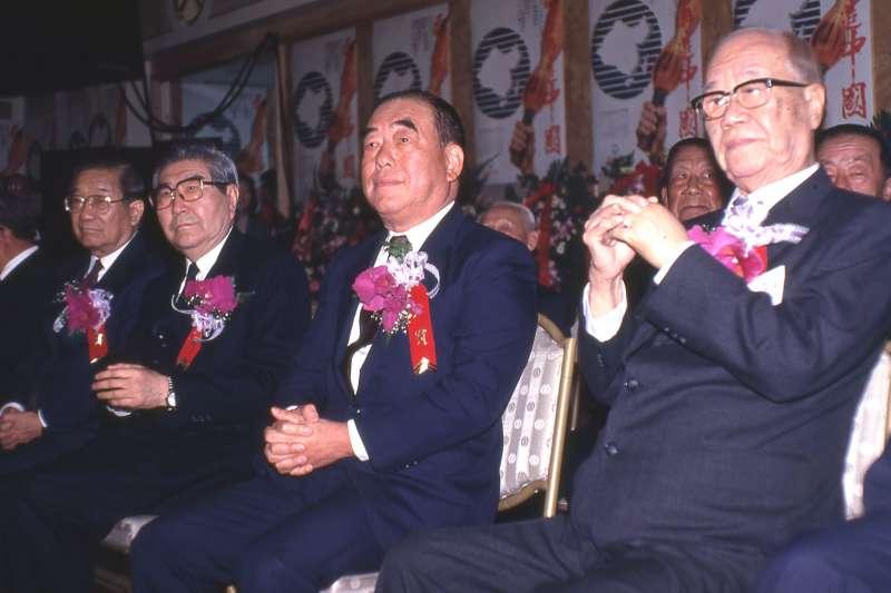 1992年3月9日國民黨召開臨時中常會,謝東閔(右起)、郝柏村、梁肅戎、李煥等人表態支持「委任直選」。(新新聞資料照)